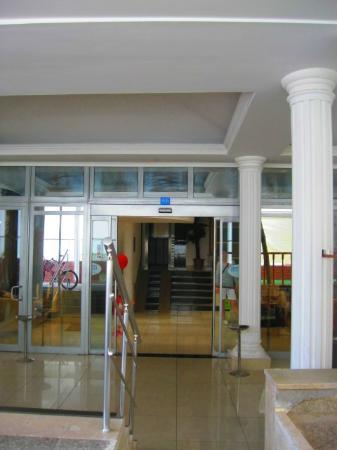Diamore: wejście do hotelu