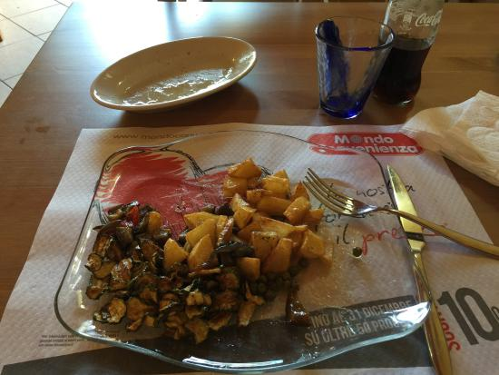 Pollo+: Antipasto di verdure grigliate e patate.