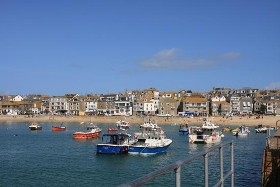 ‪St Ives Harbour Beach‬