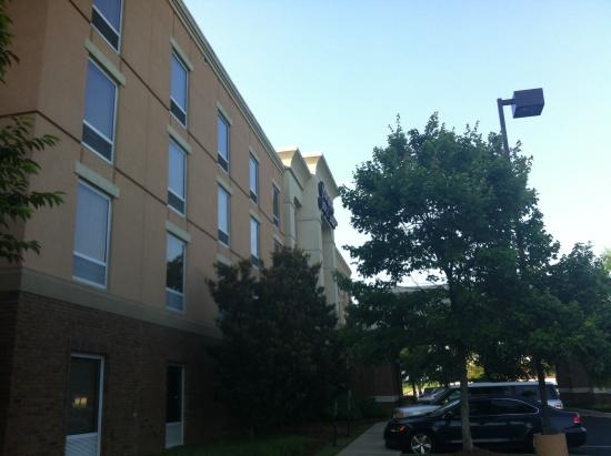 Hampton Inn & Suites Montgomery-East Chase: Front of the building