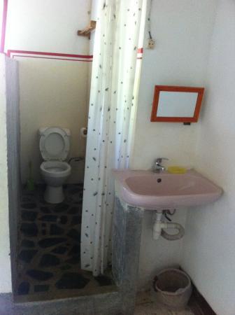 chambre avec salle d\'eau commune - Picture of Aqua-Jet ...