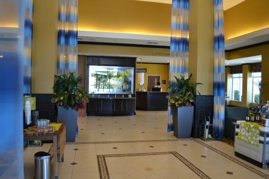 Hilton Garden Inn Warner Robins: Clean Lobby Area