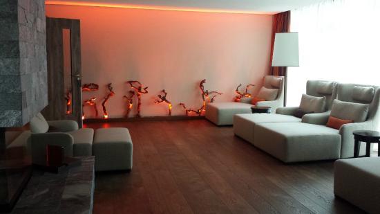 "Wald & Schlosshotel Friedrichsruhe Day Spa : área de descanso tema ""fogo"""