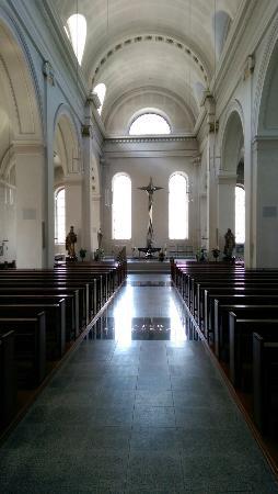 Kirche St.Maria: Kirchenkunst von dem bekannten Künstler Erich Hauser und die berühmte letzte größere noch erhalt