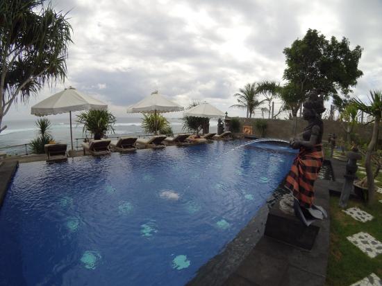 Twilight Lembongan: Pool and the ocean was fantastic