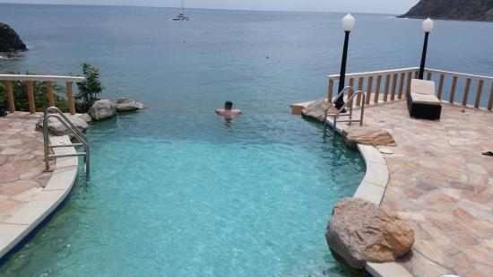 Infinity pool!! - Picture of Divi Little Bay Beach Resort ... on