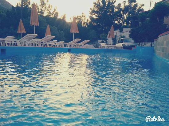 Villa Themos: Pool view