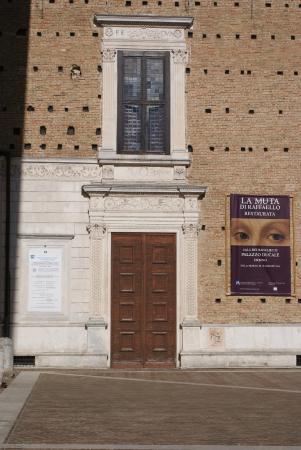 Particolare esterno palazzo di federico foto di palazzo - Pilozzo da esterno ...