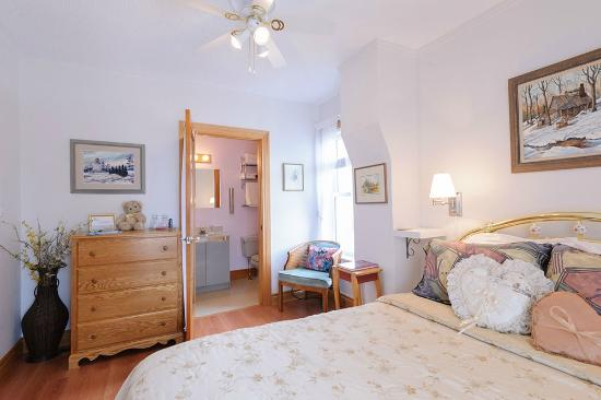 Room 3 - Upstairs, Queen Bed, Ensuite bathroom with shower