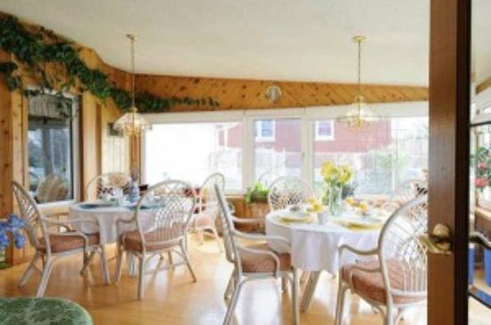 The Shady Nook: Enjoy breakfast every morning in our bright windowed Sun Room