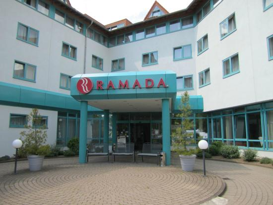Ramada Hotel Stuttgart Herrenberg: Hoteleingang