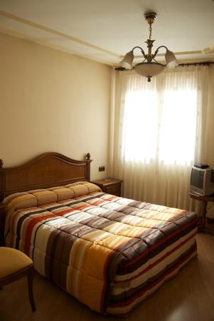 Hostal Granada: Habitación