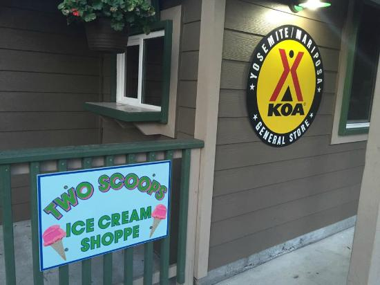Yosemite West / Mariposa KOA: Ice cream shoppe