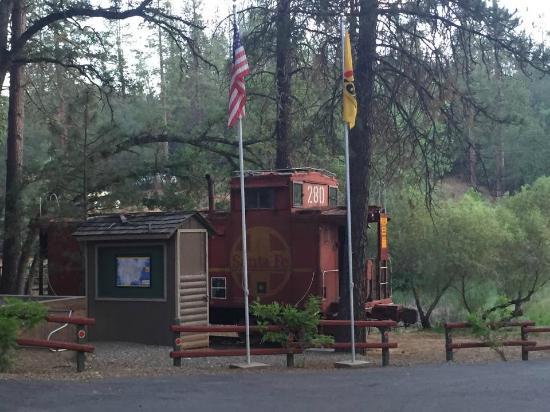 Yosemite West / Mariposa KOA: Old Caboose arcade