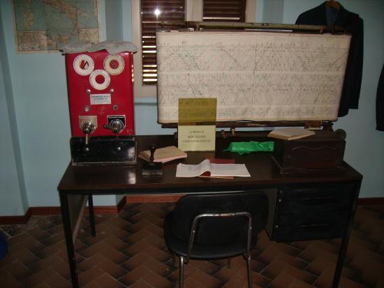 Museo Ferroviario di Suno: Strumenti ad uso del capo stazione e documenti di tutte le epoche