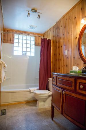 Elkhorn Lodge: Suite 1 Bathroom