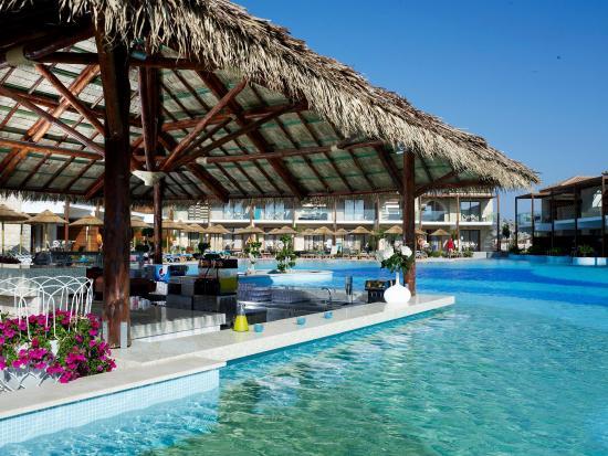 Holiday Village Rhodes: Relax swim up bar