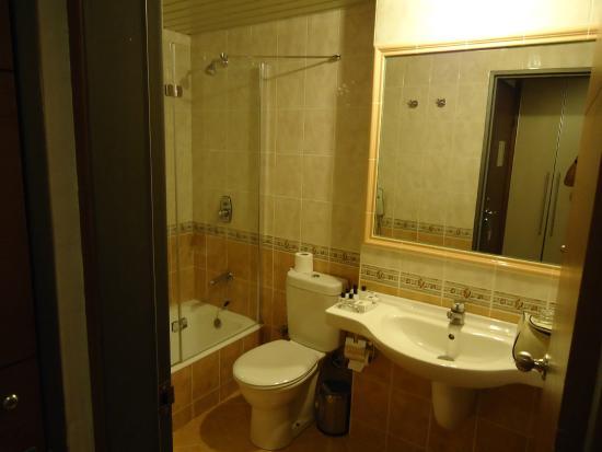 Blanca Hotel: Baño pequeño