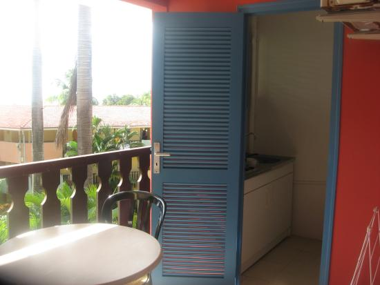 Residence de l'Anse Caritan : kitchen off the balcony
