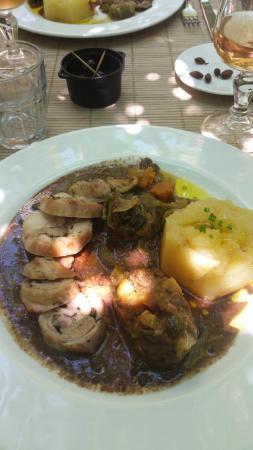 La Table du Meunier: Médaillon de lapin, tian, artichaud, et purée maison