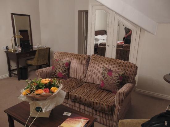 Macdonald New Blossoms Hotel: Room