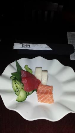 Tsunami Japanese Restaurant: Sashimi Appetizer