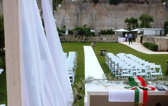 Matrimonio Spiaggia Favignana : Allestimento per un matrimonio unico foto di cave bianche hotel