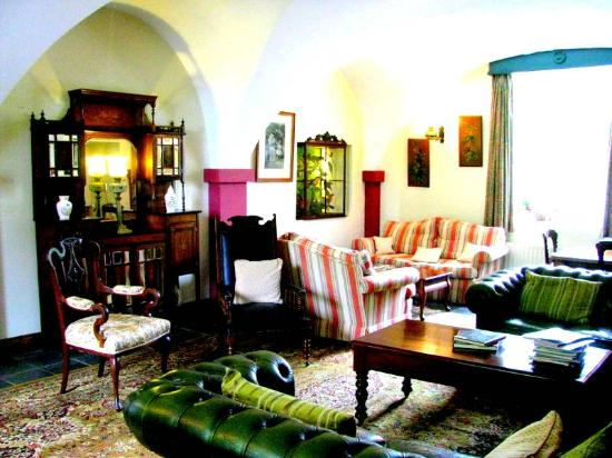 Viewmount House: Comfortable common areas.