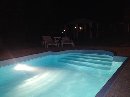 Podere Il Mulino: Swimming pool at night