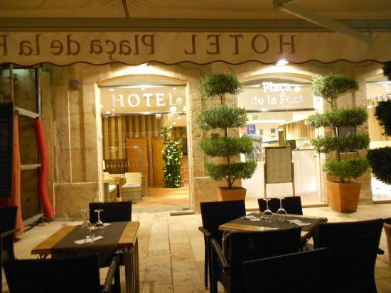 Hotel Placa de la Font: restaurant in and out of hotel