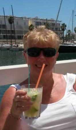 Marina Bar: enjoying a caiphirinhi