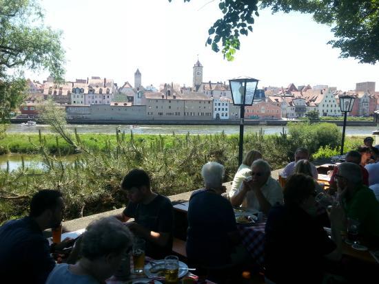 Alte Linde: Tables en bordure du Danube