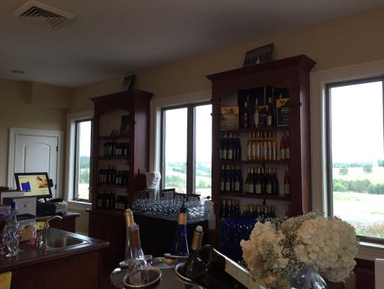 CrossKeys Vineyards : Tasting Room