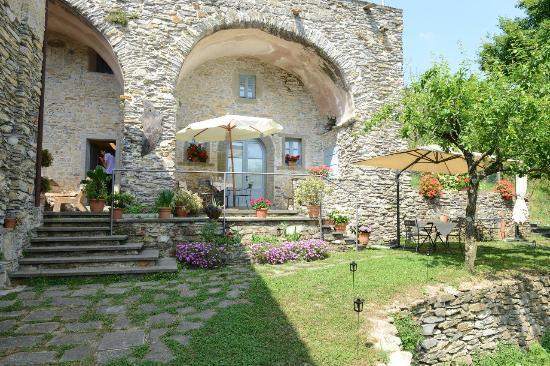 Casa Con Giardino Bovezzo : Ingresso del locale con giardino picture of agriturismo