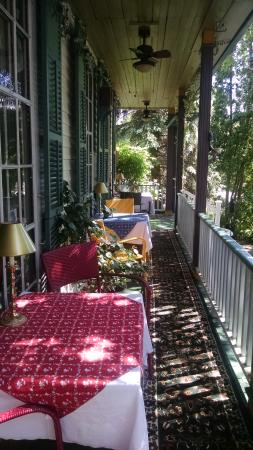 The Jenkins Inn & Restaurant : Drink coffee here in the morning