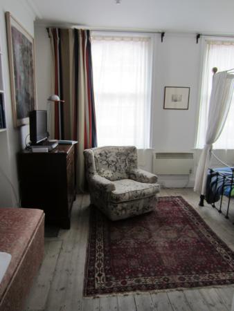 122 Great Titchfield Street B&B: Room 3: View from doorway