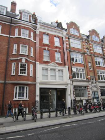 122 Great Titchfield Street B&B: Exterior of building