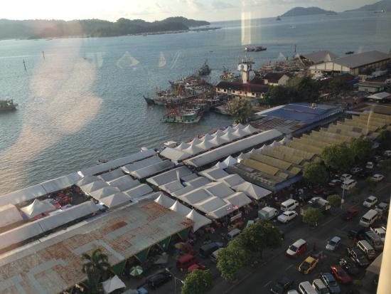 Le Meridien Kota Kinabalu: View from 10th floor room over markets, harbour and sea