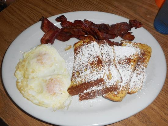 The Blue Moose: French Toast, eggs and bacon