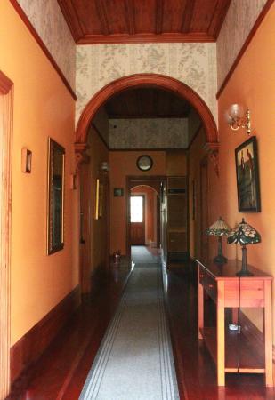 Robertson House: Hallway from the front door