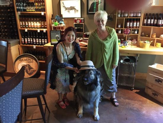 Blue Moon Winery: Marla and Cecilia