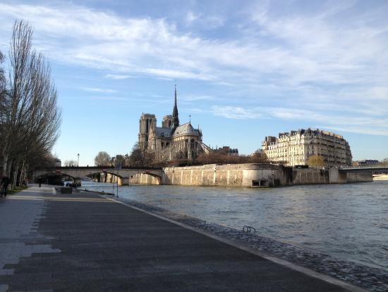 Quai Montebello : Take a nice little walk on the Left Bank!