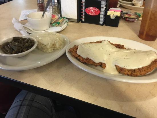 B's Restaurant: Chicken fried steak with green beans and mashed potatoes