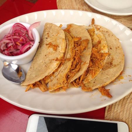 Mexico Lindo y Sabroso : Excelente comida y servicio. Despues de xomer dar una vuelta al jardin y a la presade la olla pa
