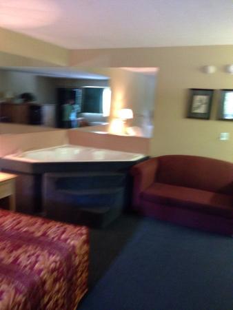 America's Best Inn & Suites York : My jacuzzi room