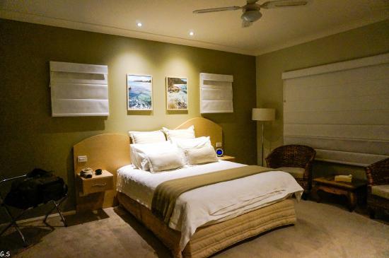 Ceespray on Owen : Bedroom (Queen Suite)
