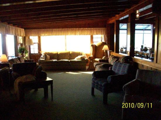 Big Lynn Lodge: Library