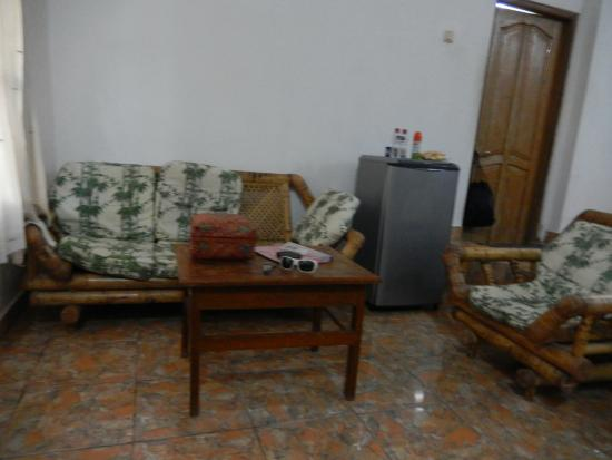 Mumbul Guesthouse: sitting area, bar fridge