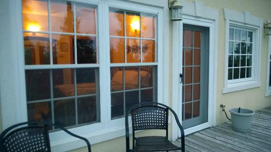 Peregrine Pointe Bed and Breakfast: Room from the outside