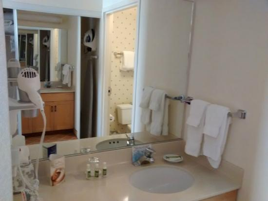 Bathroom Sinks Calgary : Bathroom Sink - Picture of Lakeview Signature Inn Calgary Airport ...